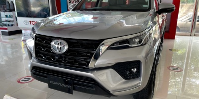 Toyota Fortuner 4x2 V AT - Silver