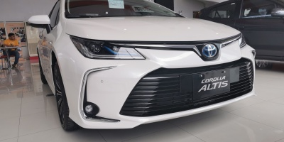 Toyota Corolla Altis 1.6V - White Pearl