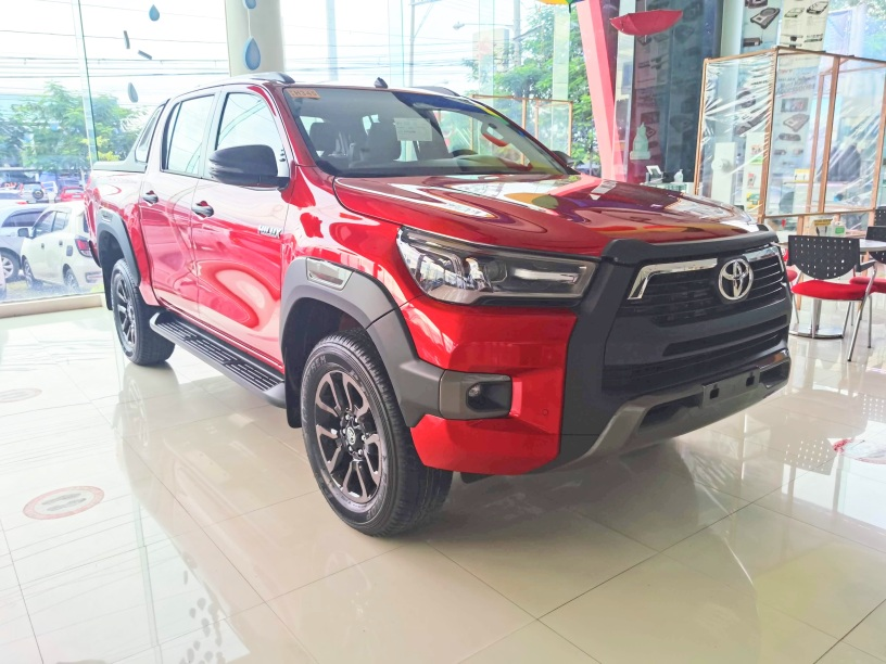 Toyota Hilux Conquest - Emotional Red